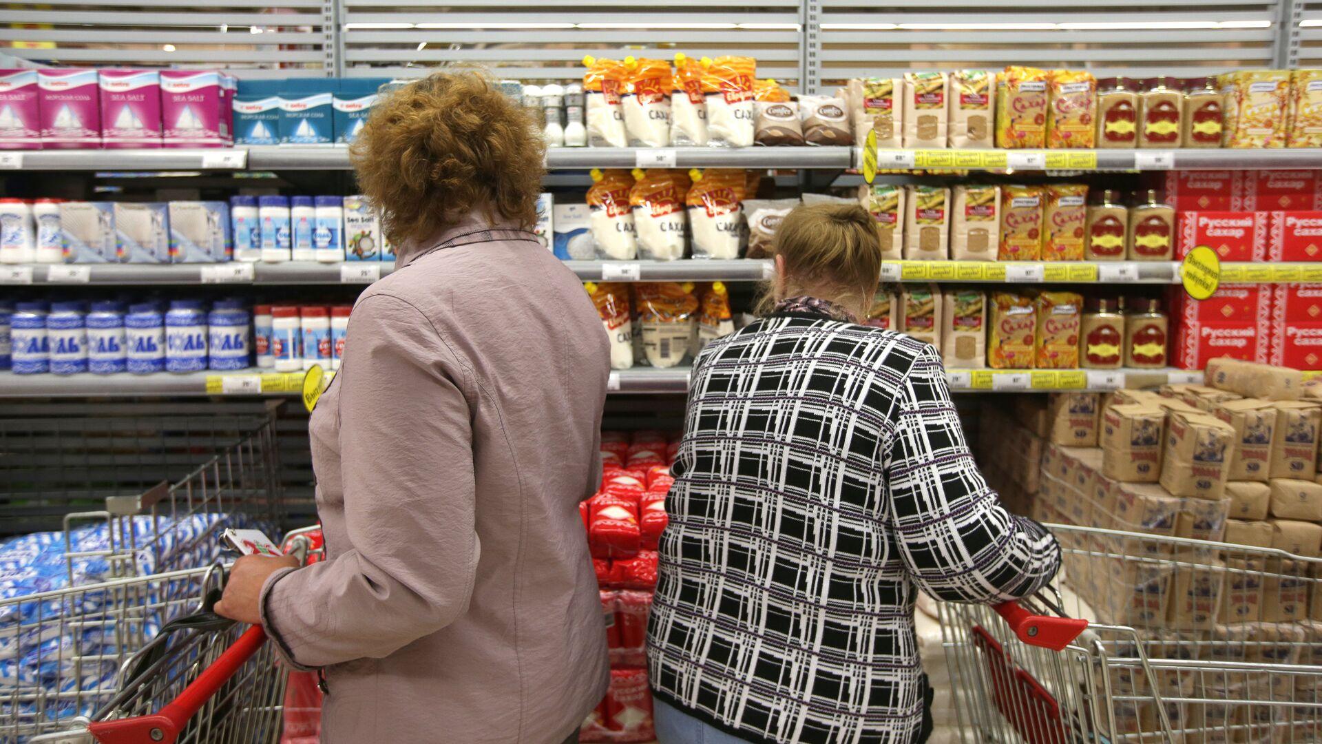 Покупатели в торговом зале гипермаркета - РИА Новости, 1920, 05.03.2021