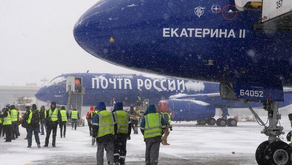 Церемония запуска двух магистральных грузовых самолетов ТУ-204С, приобретенных Почтой России, в аэропорту Внуково. 5 декабря 2016