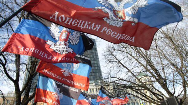 Флаги ДНР. Архивное фото