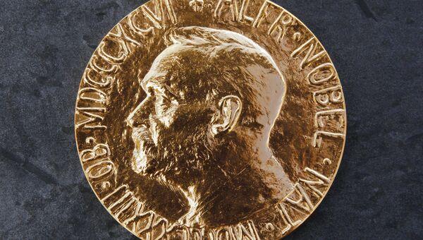 Медаль, которую вручают лауреатам нобелевской премии мира. Архивное фото