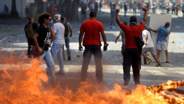 Акция протеста госслужащих против программы сокращения государственных расходов в Рио-де-Жанейро, Бразилия