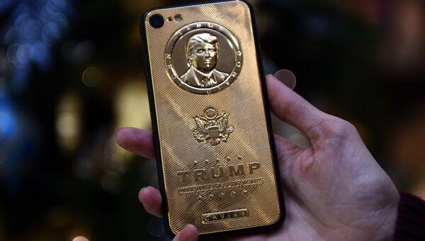 Смартфон c барельефом Дональда Трампа, выпущенный в честь его победы на президентских выборах США
