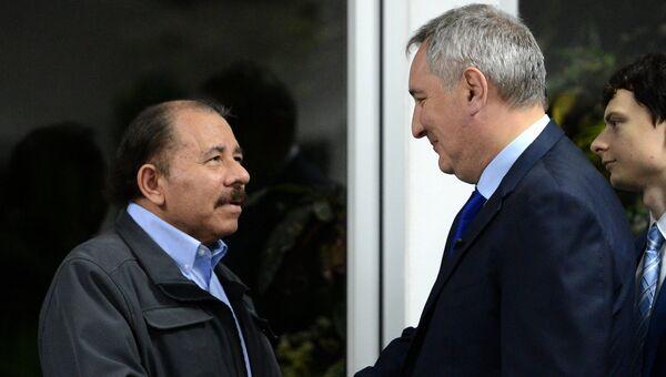Заместитель председателя правительства РФ Дмитрий Рогозин и президент Никарагуа Даниэль Ортега во время встречи в Манагуа. 7 декабря 2016