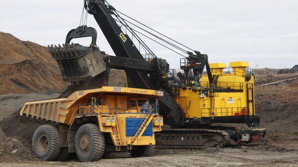 Техника на карьере Сибирской угольной энергетической компании (СУЭК)