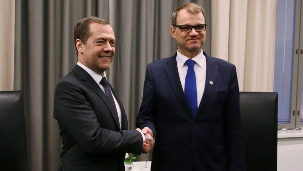 Председатель правительства РФ Дмитрий Медведев и премьер-министр Финляндии Юха Сипиля во время встречи в Оулу. 9 декабря 2016