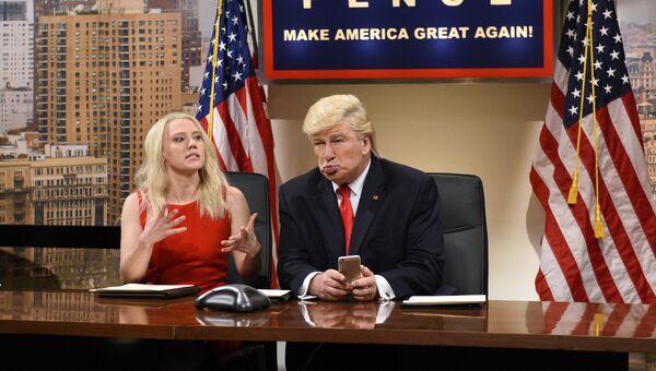 Американская актриса Кейт Маккиннон и Алек Болдуин, который пародирует Дональда Трампа. Архивное фото