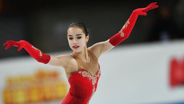 Алина Загитова выступает в произвольной программе женского одиночного катания среди юниоров в финале Гран-при в Марселе