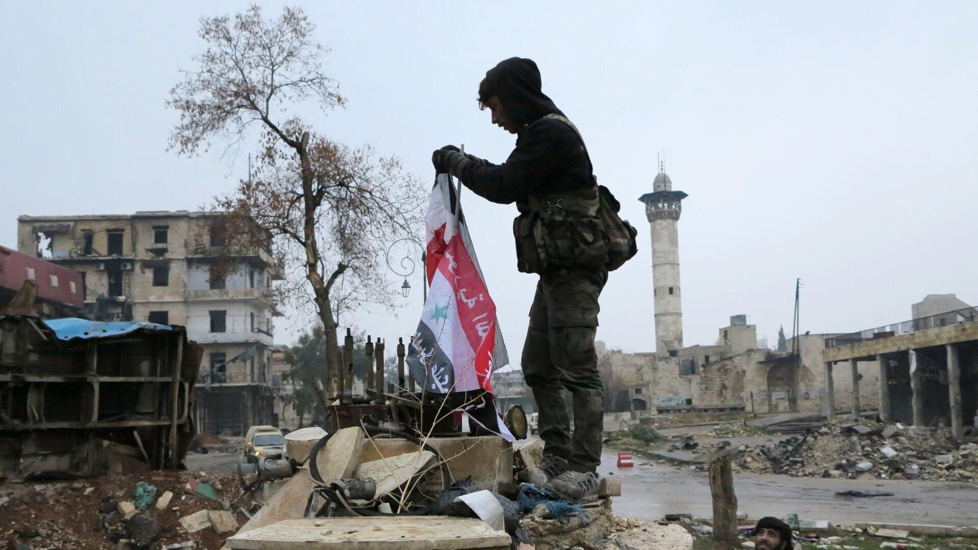 Сирийские военнослужащие в освобожденном квартале восточного Алеппо - РИА Новости, 1920, 21.03.2021