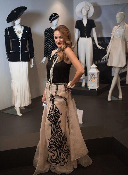 Гостья на открытии выставки I love Chanel. Частные коллекции