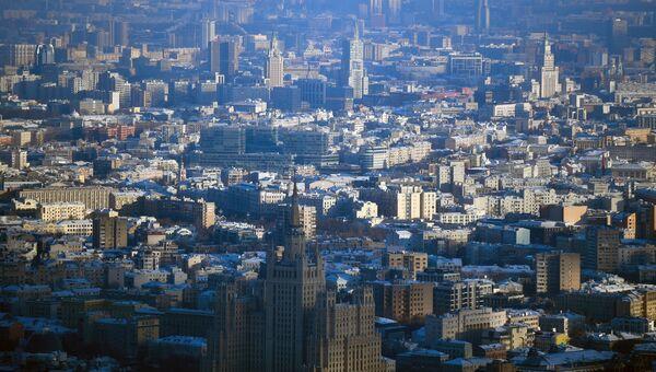 Вид на центр Москвы с крыши самого высокого жилого небоскреба в Европе - башни Око
