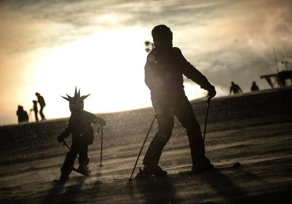 Отдыхающие на горнолыжном курорте Сорочаны в Московской области