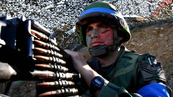 Солдат турецкой армии во время учений. Архивное фото