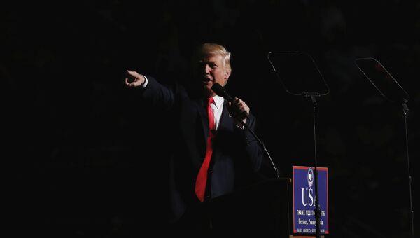 Избранный президент США Дональд Трамп во время выступления перед сторонниками в городе Херши, Пенсильвания. 15 декабря 2016