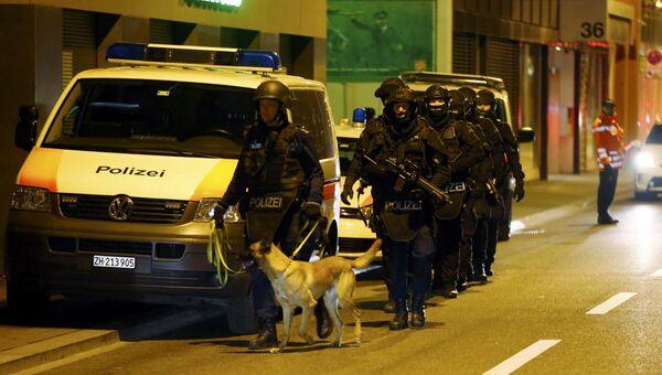 Полиция на месте нападения на исламский молитвенный центр в Цюрихе, Швейцария