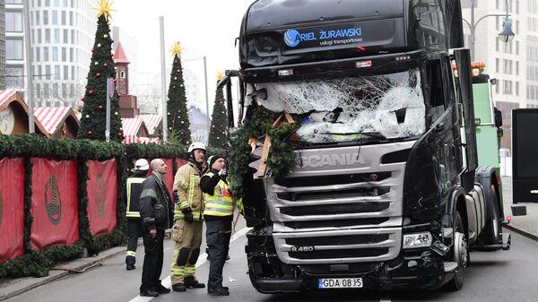 Грузовик, протаранивший рождественскую ярмарку в Берлине, Германия. 20 декабря 2016