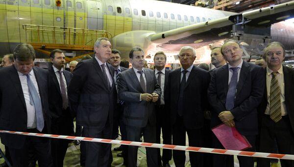 Вице-премьер РФ Дмитрий Рогозин во время посещения Центрального аэрогидродинамического института (ЦАГИ) в Московской области. 20 декабря 2016