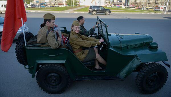 Автомобиль ГАЗ-67б  во время автопробега Марш Победы в Новосибирске