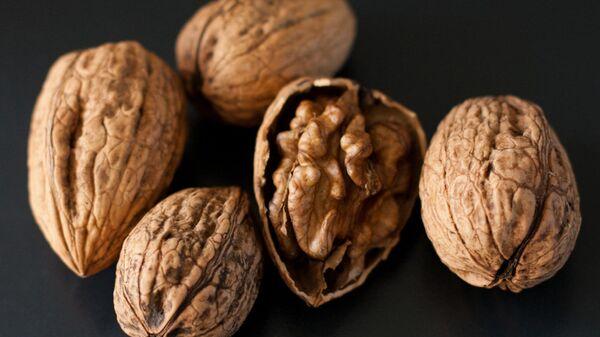Ученые выяснили, что грецкие орехи полезны для сердца и кишечника