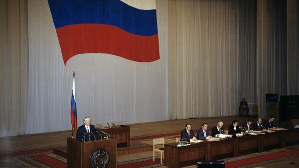 Президент России Борис Ельцин во время заседания парламента. Декабрь 1991