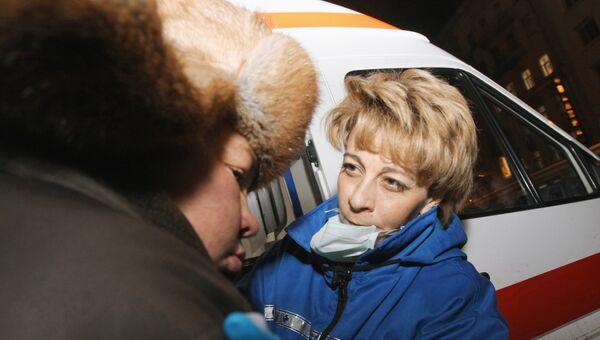Сотрудник благотворительной организации Справедливая помощь доктор Елизавета Глинка оказывает медицинскую помощь лицам, не имеющим постоянного места жительства