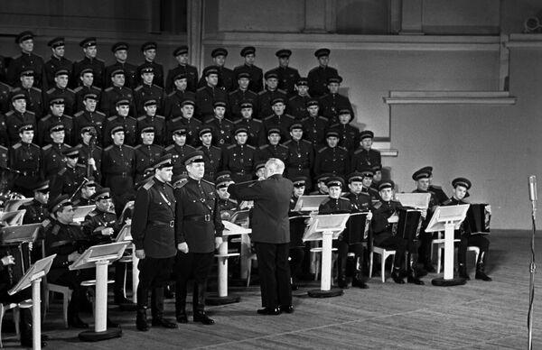 Краснознаменный ансамбль песни и пляски Советской Армии под руководством Бориса Александровича Александрова