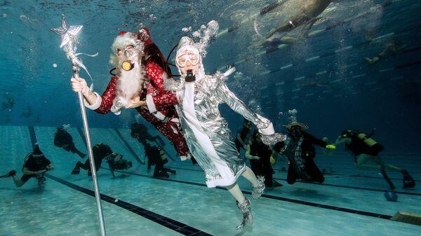 Празднование в бассейне Нового года 2017 членами Спортивного клуба Дайвинг ЦСК ВМФ