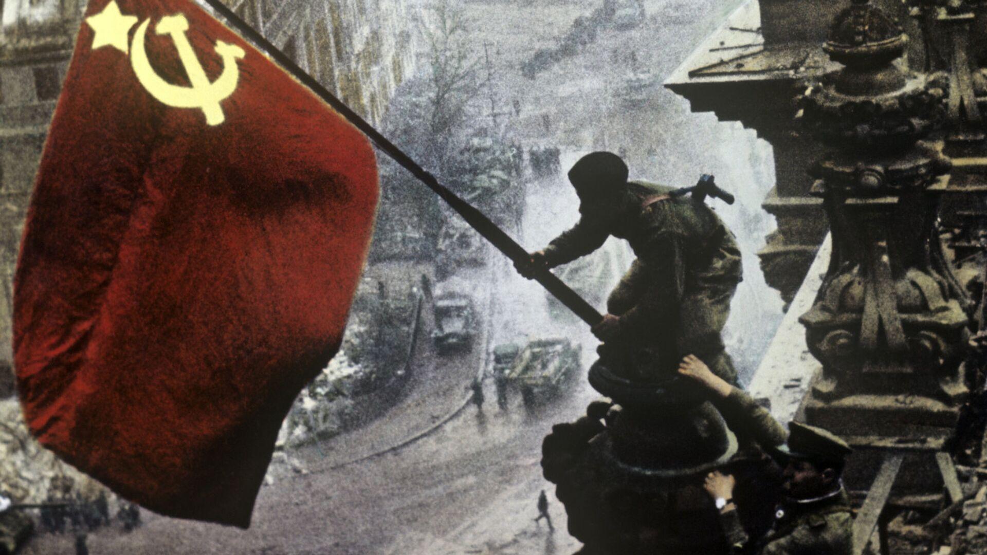 Знамя Победы на здании Рейхстага в городе Берлине - РИА Новости, 1920, 09.03.2021