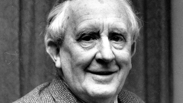 Автор книги Властелин колец и профессор Оксфордского университета Джон Толкин. Архивное фото