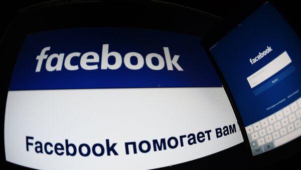 Страница социальной сети Фейсбук на компьютере и планшете. Архивное фото