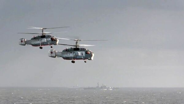 Вертолеты Ка-27ПС рядом с тяжёлым авианесущим крейсером (ТАВКР) Адмирал Кузнецов