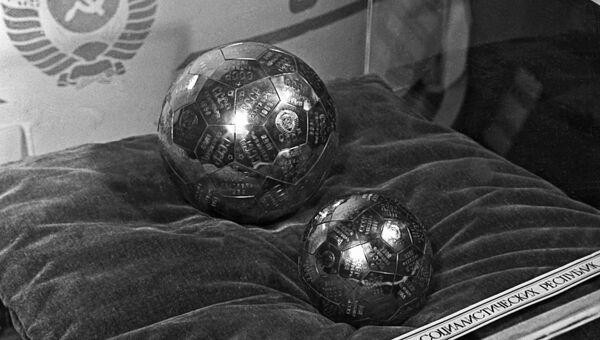 Вымпелы, доставленные советской космической ракетой на Луну в 1959 году