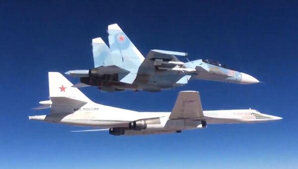 Сопровождение истребителем Су-30СМ бомбардировщика-ракетоносца Ту-160 Военно-космических сил России