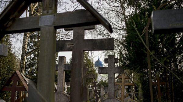Кладбище Сент-Женевьев-де-Буа во Франции