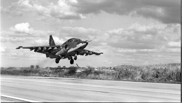 Авиабаза Хмеймим. Штурмовик СУ-25 уходит на выполнение боевой задачи. Сирия, 16.02.2016