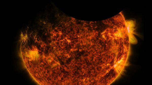 Обсерватория SDO зафиксировала двойное затмение