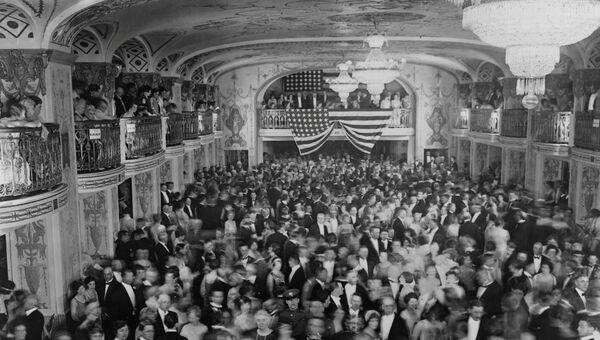 Инаугурационной бал президента Герберта Гувера в отеле Mayflower в Вашингтоне, округ Колумбия, США, 1929