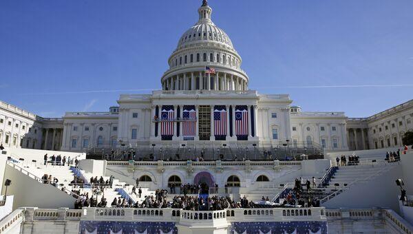 Здание Конгресса США на Капитолийском холме в Вашингтоне во время подготовки к инаугурации Дональда Трампа. 15 января 2017