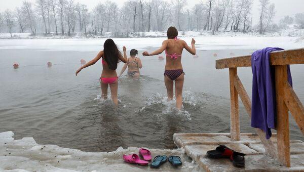 Празднование Крещения в городах России. Архивное фото