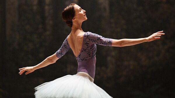 Народная артистка России, прима-балерина Светлана Захарова во время репетиции партии Авроры в балете Спящая красавица