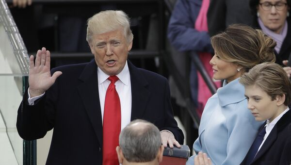 Избранный президент США Дональд Трамп во время принятия присяги. 20 января 2017