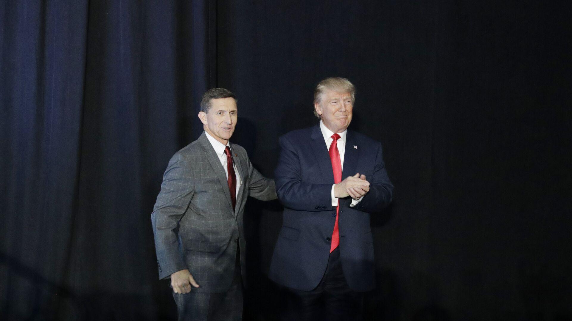 Дональд Трамп и Майкл Флинн во время предвыборной кампании. 2016 год  - РИА Новости, 1920, 26.11.2020