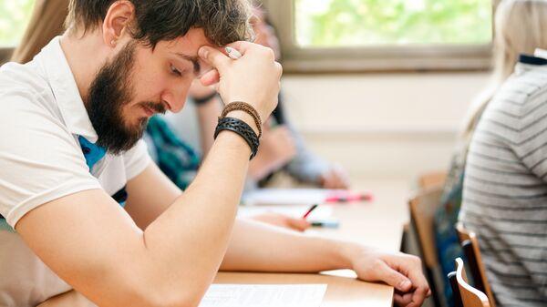Студенты во время экзамена