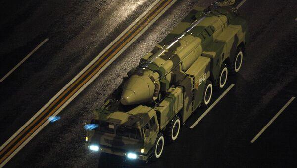 Баллистическая ракета армии Китая во время парада в Пекине, КНР. Архивное фото