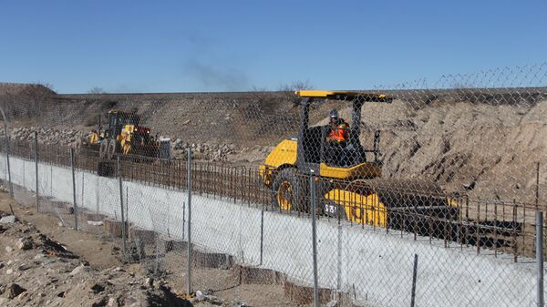 Забор, отделяющий Мексику и США