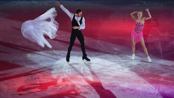 Александра Степанова и Иван Букин (Россия) во время показательных выступлений на чемпионате Европы по фигурному катанию в Остраве