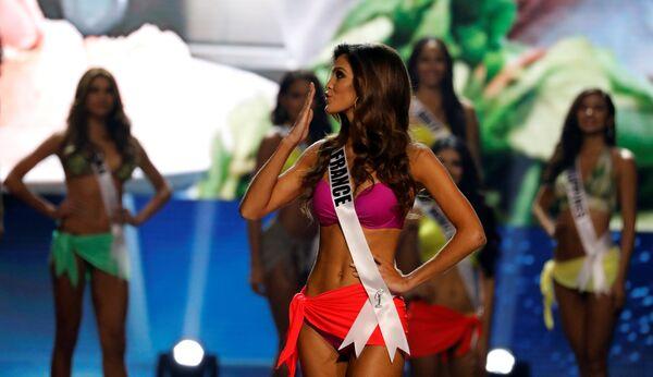 Мисс Франция Ирис Миттенар незадолго до победы на конкурсе красоты Мисс Вселенная
