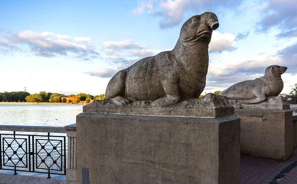 Фрагмент архитектурной группы Морские звери скульптора Германа Тиле в Калининграде