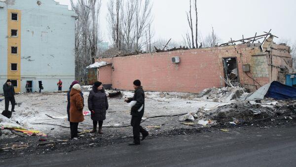 Последствия ночного обстрела в Калининском районе Донецка. Февраль 2017