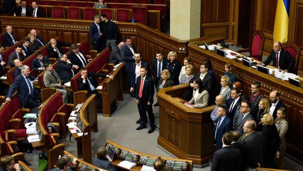 Депутаты на заседании Верховной рады Украины в Киеве, архивное фото