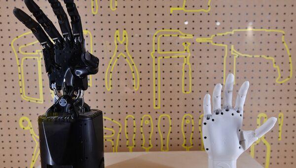 Роботизированные руки на выставке в Музее науки в Лондоне